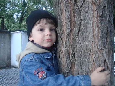 Un copil cu ochii cât infinitul